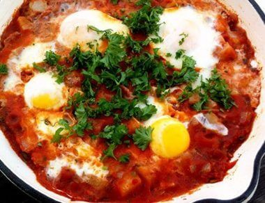 eggs with fried bacon tomato sauce featured image