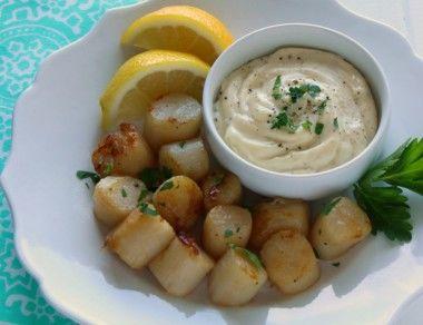 Pan-Seared Sea Scallops with Garlic Aioli