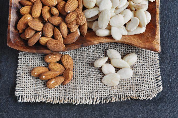 Peeled-and-unpeeled-almonds-e1460614005724.jpg