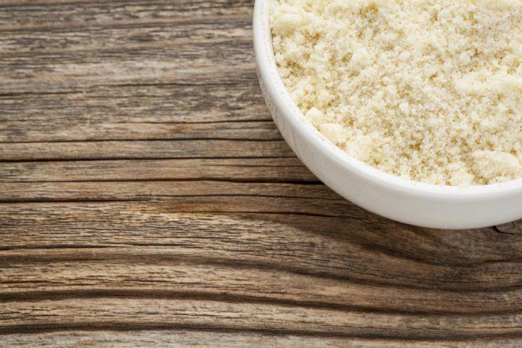 almond-flour-in-ceramic-bowl-e1460613972163.jpg