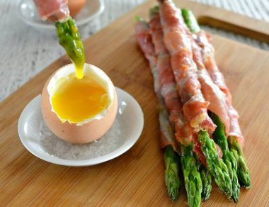 Prosciutto Wrapped Asparagus Dipped in Soft-Boiled Egg