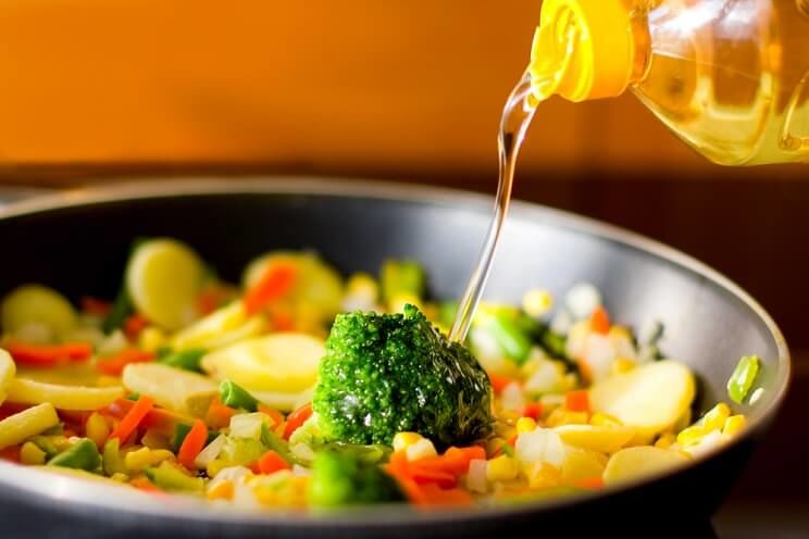 The Dirty Truth About Vegetable Oil And What To Use Instead