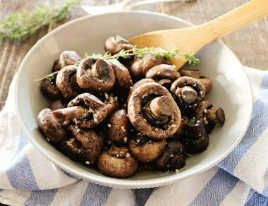 Easy Slow Cooker Garlic Mushrooms
