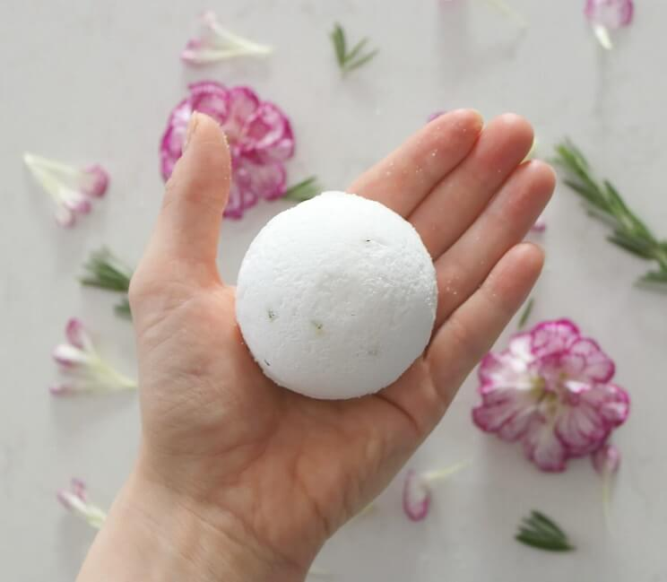 Muscle Relief Bath Bomb Recipe with Coconut and Peppermint Oils