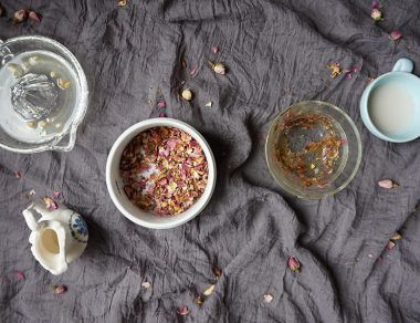 DIY Rose Gelatin Peel-Off Face Mask