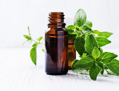 7 Natural Benefits of Oregano Oil & 5 Ways to Use It