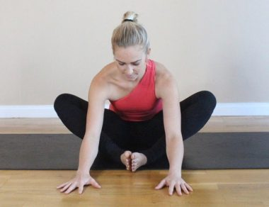 11 Yoga Poses For Knee Pain Relief (Soothe + Strengthen)