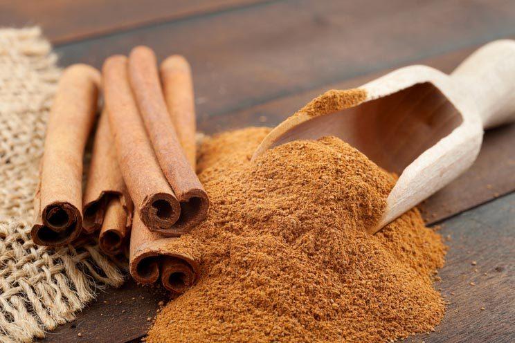 Cinnamon-sticks-and-cinnamon-powder.jpg