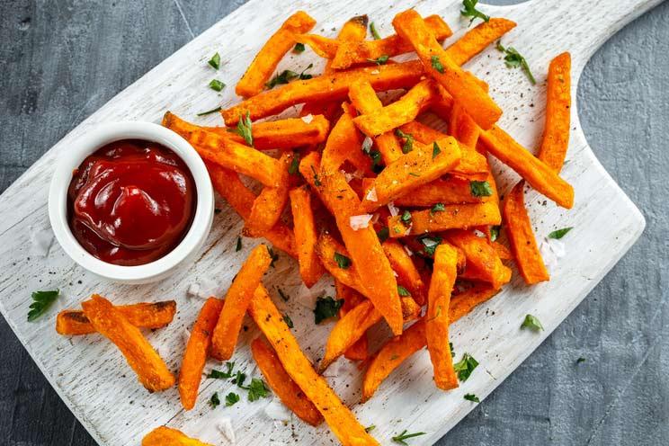 Sweet-Potato-Fries-with-ketchup.jpg
