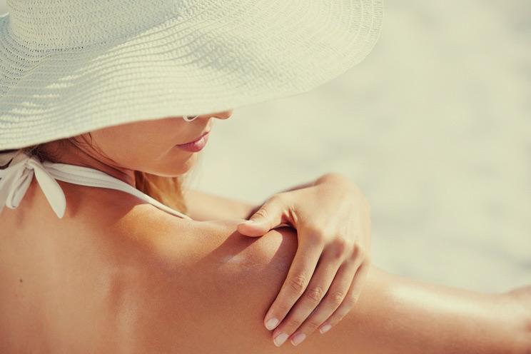 Woman-applying-sunscreen.jpg