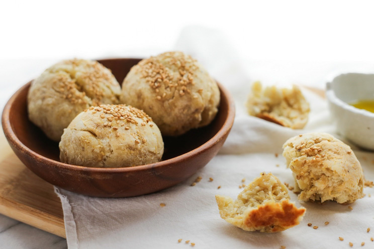SCHEMA-PHOTO-Fluffy-Plantain-Buns-with-Roasted-Sesame-Seeds.jpg