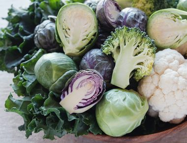 6 Amazing Benefits of Cruciferous Vegetables (& Who Should Avoid Them)