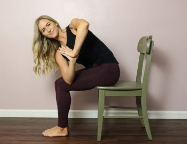 7 Post-Dinner Thanksgiving Stretches to Reduce Belly Bloat