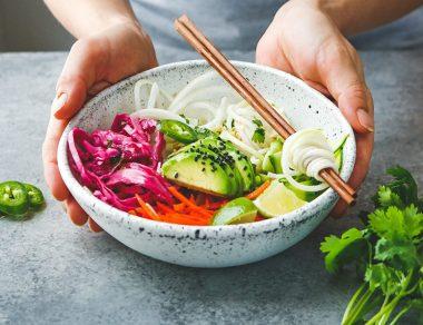 Cool & Crunchy Kohlrabi Noodle Veggie Bowl